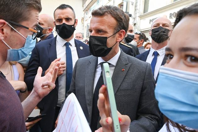 Emmanuel Macron en marge d'un déplacement à Valence, le 8 juin