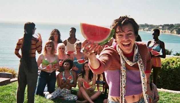 Harry Styles, crop top à manches longues dans