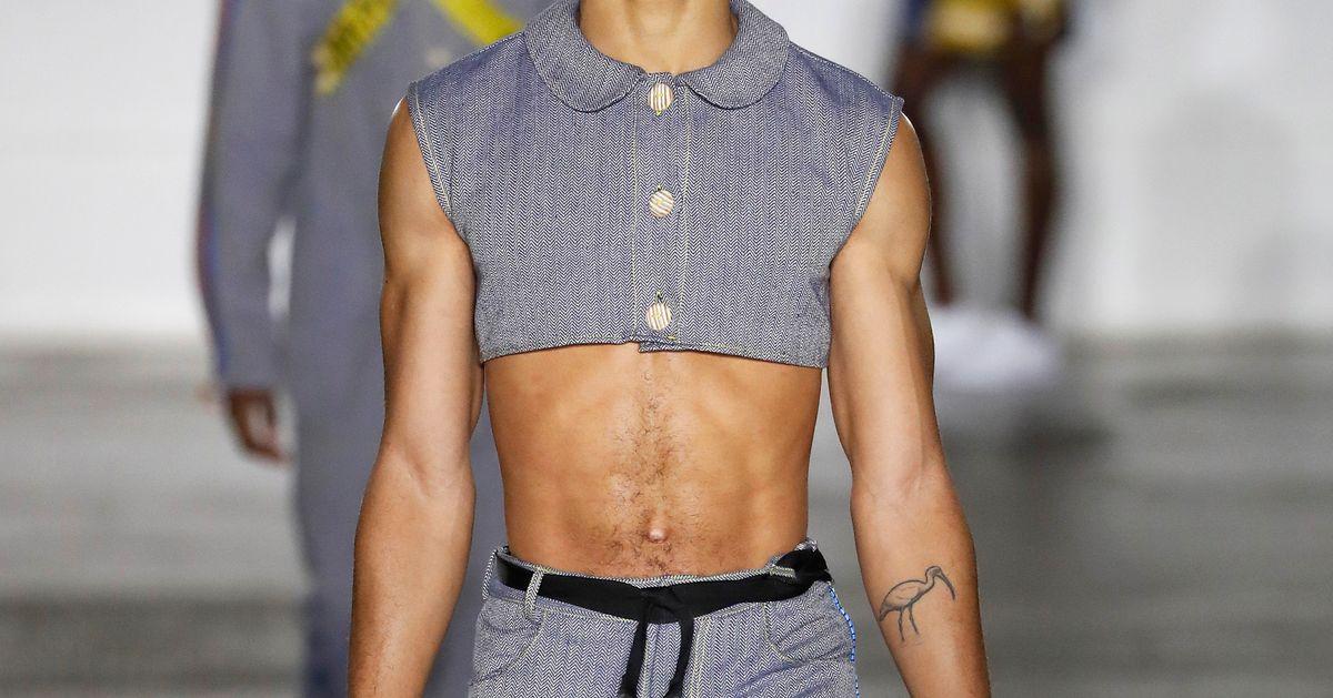 Le crop top revient à la mode chez les hommes, mais n'a pas que du bon