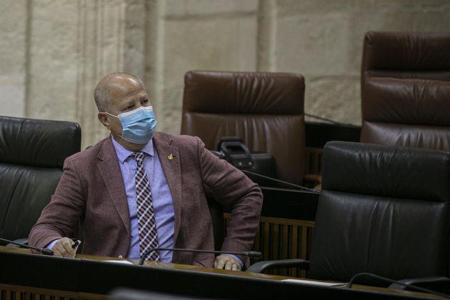 El consejero de Educación y Deportes, Javier Imbroda, en el Parlamento