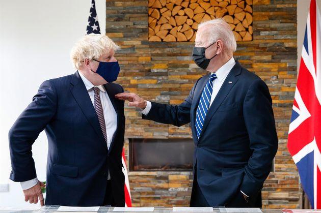 El presidente de Estados Unidos, Joe Bien, junto al primer ministro británico, Boris
