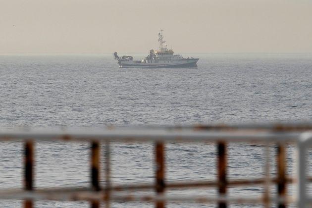 El buque del Instituto Español de Oceanografía Ángeles Alvariño durante las tareas de rastreo de las...