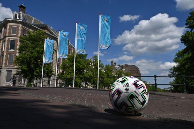 Euro 2020: Ποια είναι η κατάσταση με τον κορονοϊό στις πόλεις που φιλοξενούν τους