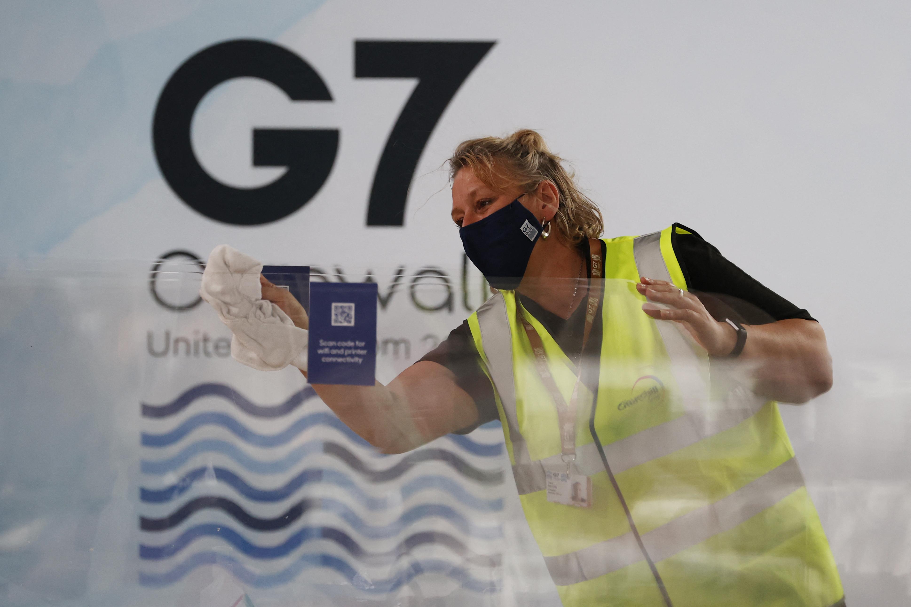 """Le G7 s'ouvre en Angleterre """"en présentiel"""", mais sous fortes restrictions"""