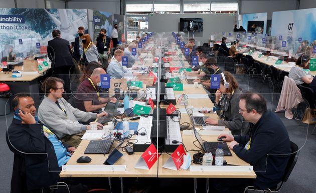 (Photo: le centre de la presse au G7 par Ludovic MARIN / AFP)