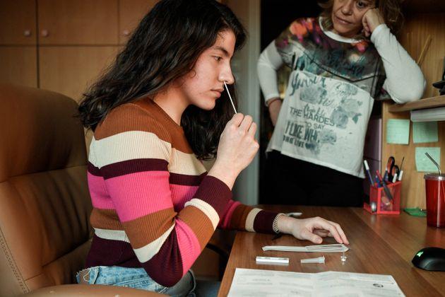 Πανελλαδικές: Οδηγίες για τα self-test κατά τη διάρκεια των