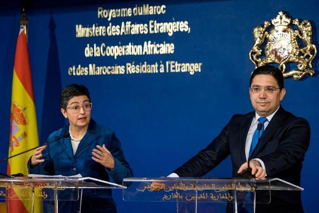 La ministra de Exteriores española, Arancha González Laya, y su homólogo marroquí, Nasser Burita, en...