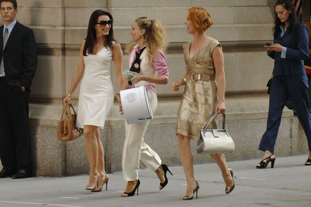 Kristin Davis, Sarah Jessica Parker and Cynthia Nixon on the set of the first Sex And The City