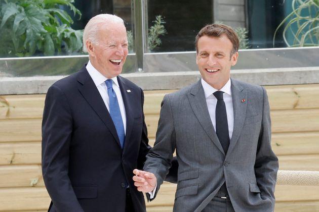 Le président américain Joe Biden et Emmanuel Macron photographiés au sommet du
