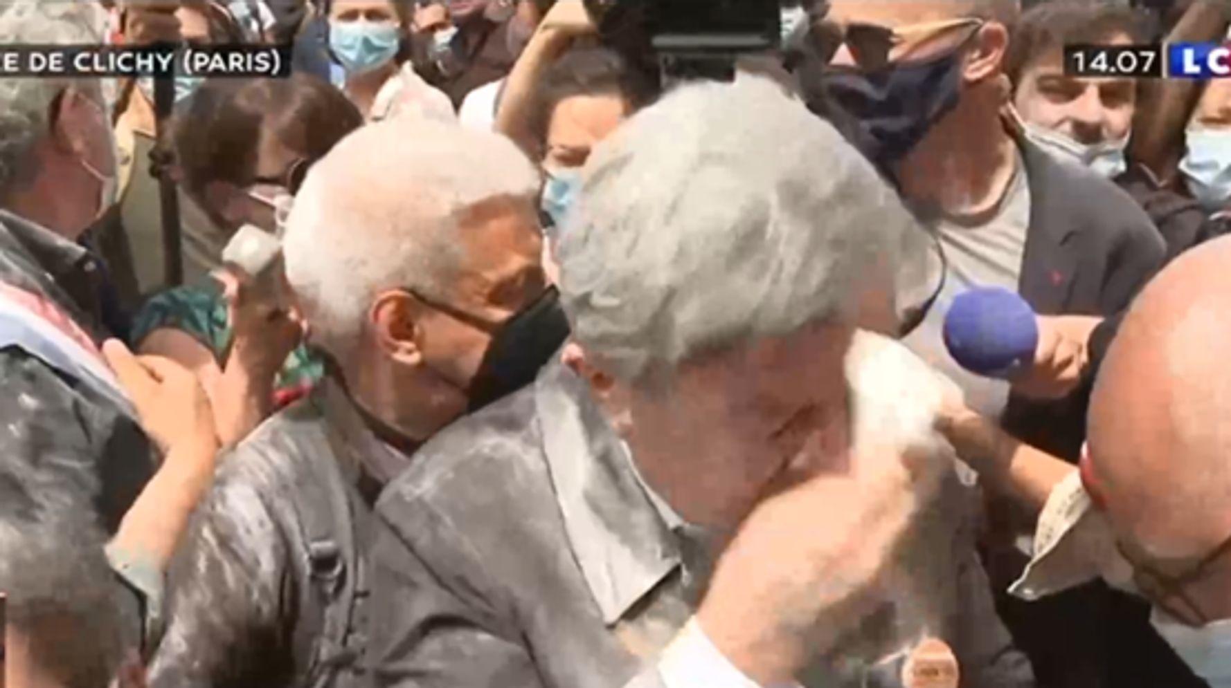 Jean-Luc Mélenchon enfariné en amont de la la marche des Libertés
