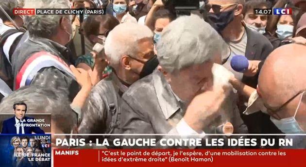 Jean-Luc Mélenchon enfariné à la marche des