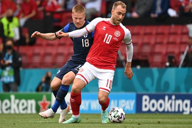 TOPSHOT - Finland's defender Jere Uronen (L) challenges Denmark's midfielder Christian Eriksen during...