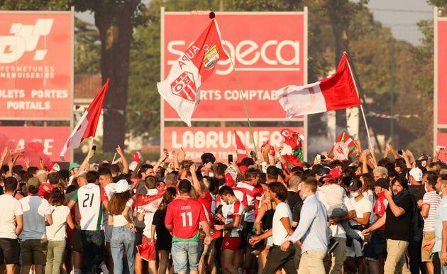 Après la victoire de Biarritz sur Bayonne samedi 12 juin, les supporters de l'équipe gagnante ont envahi...