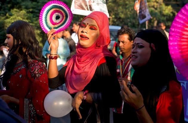2014년 11월 10일 방글라데시 트랜스젠더 커뮤니티 회원들과 지지자들이 정부가 트랜스젠더를 제3의 성으로 인정한 지 1년이 된 기념으로 집회에