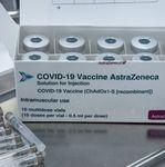 Αξιωματούχος ΕΜΑ: Το εμβόλιο της AstraZeneca να σταματήσει να χορηγείται και στους άνω των
