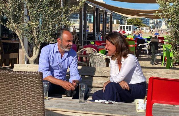Édouard Philippe échangeant autour d'un verre avec Christelle Morançais, présidente LR de la région Pays...