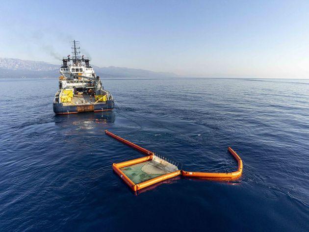 Ce dimanche 13 juin, des navires de la Marine nationale sont à l'œuvre au large de la Corse pour tenter...