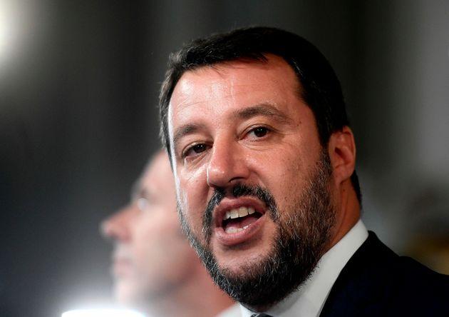 Salvini (in difficoltà) torna quello dei