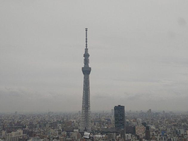 東京都墨田区から見た東京スカイツリー(14日午前中の様子)