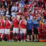 ピッチで心臓マッサージを受ける選手を「円陣」で守る。サッカーデンマーク代表に称賛の声