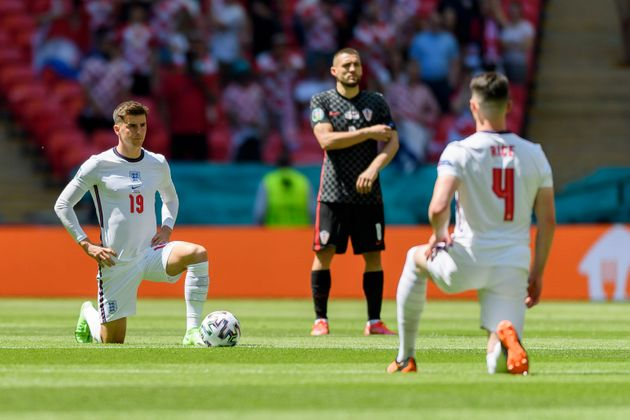 LONDON, ENGLAND - JUNE 13: (BILD ZEITUNG OUT) Mason Mount of England and Declan Rice of England knees...