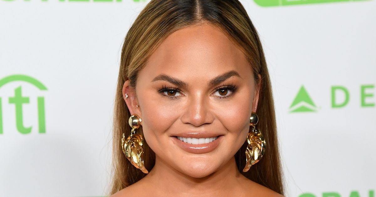 Chrissy Teigen Apologises For Vicious Past Tweets: 'There Is Simply No Excuse'