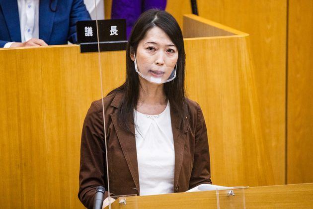 世田谷区議会で質問をした上川あや氏=2021年6月15日撮影