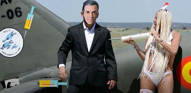 Leticia Sabater vacunando a Pedro