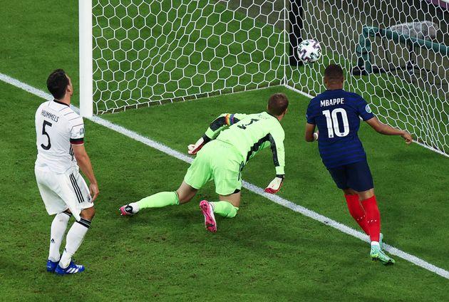 Francia manda desde el comienzo y domina a Alemania en el primer choque de