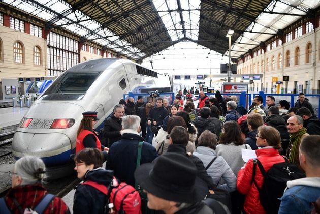 La gare Saint-Charles à Marseille bloquée par une intervention policière dans un TGV (photo d