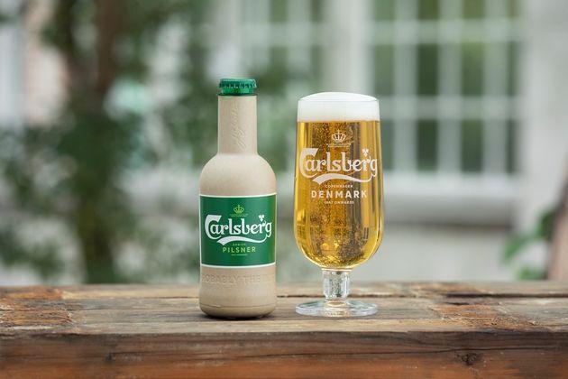 カールスバーグが開発した木材繊維を素材としたグリーンファイバーボトル