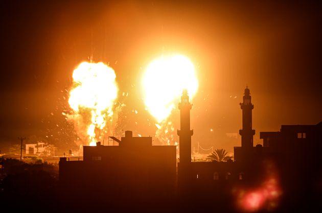 Explosiones en la Franja de Gaza durante el ataque