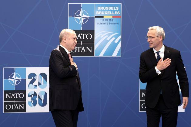 Αβρότητες μεταξύ του ΓΓ του ΝΑΤΟ και του προέδρου της