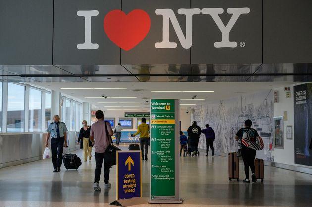 Photo d'illustration prise à l'aéroport JFK de New York le 28 mai 2021.(Photo by Angela Weiss /
