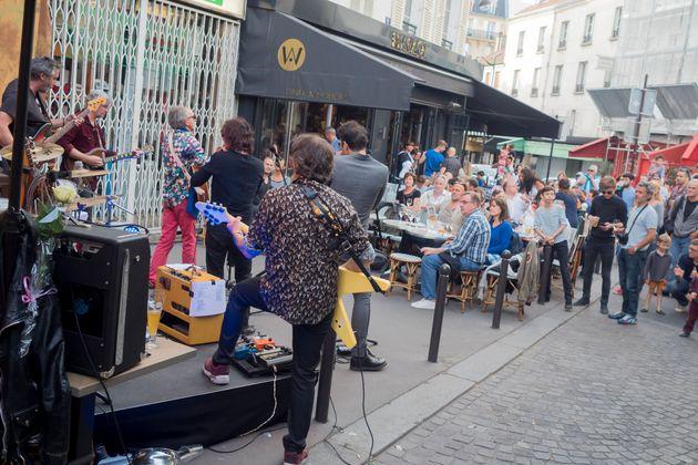 Un groupe de rock amateur à la fête de la musique, le 21 juin 2015 à