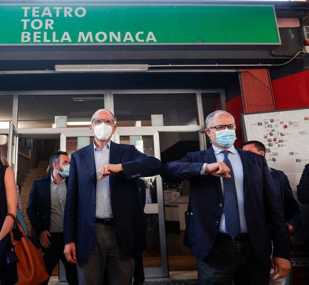 Enrico Letta (s) e Roberto Gualtieri al teatro di Tor Bella Monaca durante l'incontro con i cittadini...