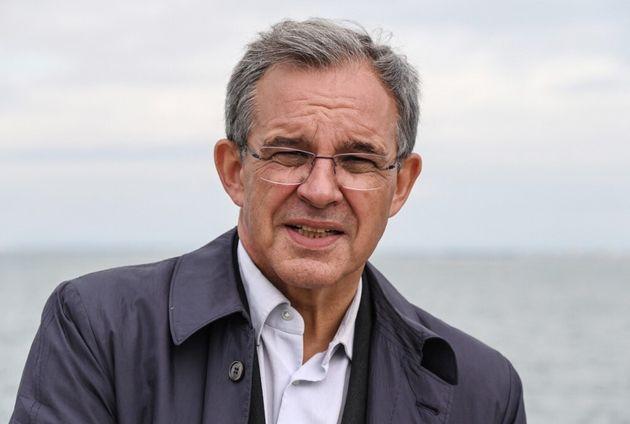 Thierry Mariani, candidat du RN en PACA, pose au port du Grau-du-Roi, le 2 juin