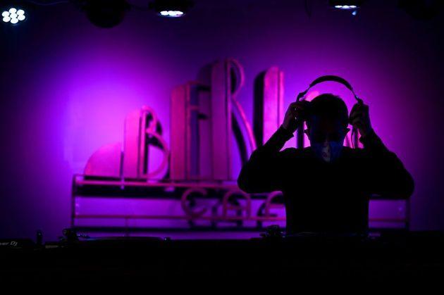 Un dj en una discoteca de Madrid, el pasado mes de