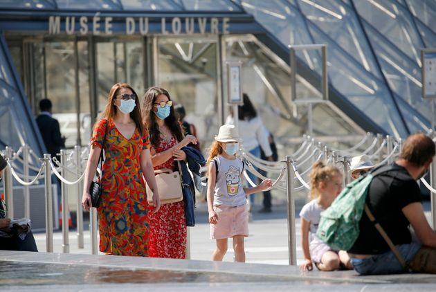 Γαλλία: Άρση του lockdown και τέλος της χρήσης μάσκας στους εξωτερικούς