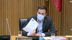 Una diputada del PP critica a Garzón y él saca una hoja que provoca silencio y luego