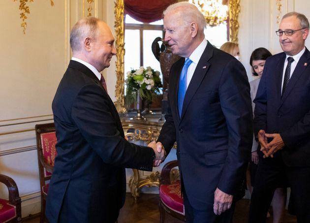 Joe Biden et Vladimir Poutine avant le sommet américano-russe à Genève, en Suisse,...