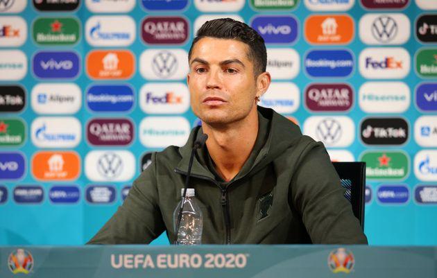 記者会見に出席したロナウド選手(2021年6月14日)