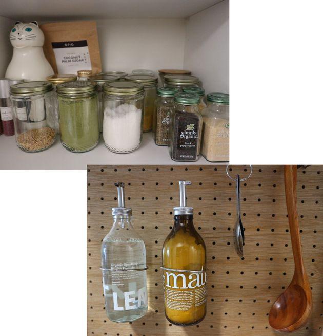 左上:使用済みの瓶を調味料入れとして活用。右下:ディスペンサーを取り付け、洗剤や重曹入れに