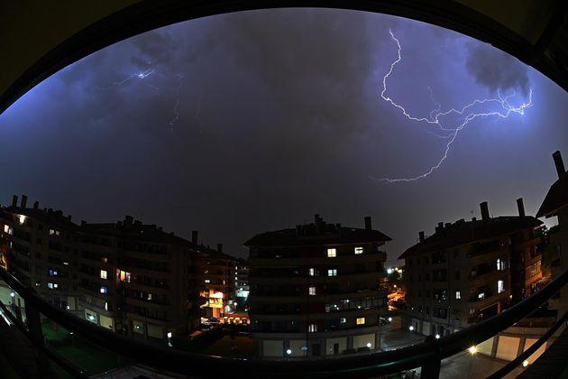 Una gran tormenta eléctrica en Alcalá de
