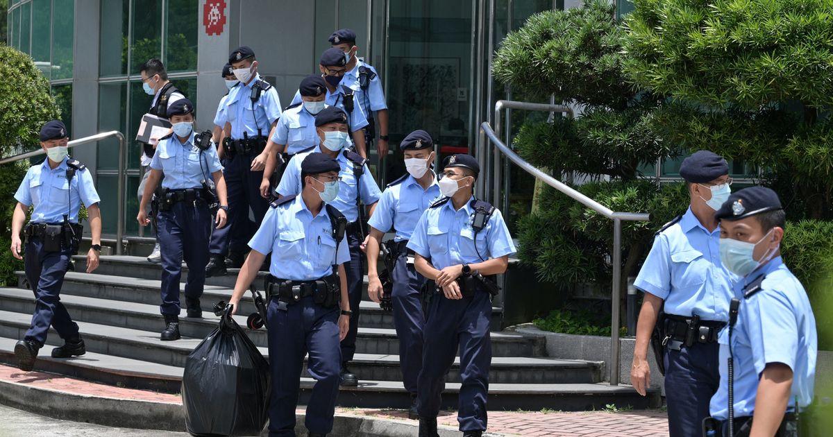 A Hong Kong blitz nella redazione dell'Apple Daily, 5 arresti