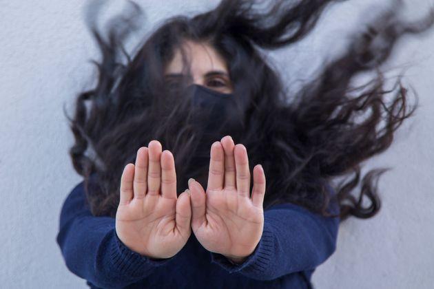 정혈(생리)하는 친구 데려왔다는 이유로 여자친구 짓밟아 갈비뼈 4개 부러뜨린 50대 남성이 고작 집행유예를 받았다.심지어 이 남성은 형사처벌 전력상 초범도