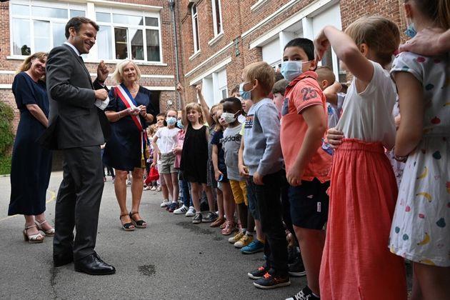 Emmanuel Macron lors de son déplacement à Poix-de-Picardie, le 17 juin