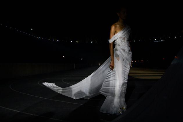 Μοντέλο της συλλογής Dior Cruise 2022 στο Παναθηναϊκό Στάδιο της Αθήνας.
