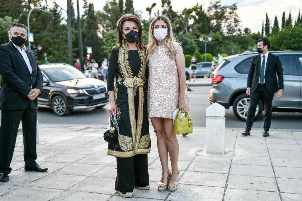 Η Γιάννα Αγγελοπούλου με την κόρη της.