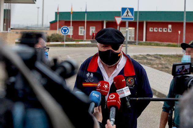 José Manuel Villarejo, a su salida de la cárcel de Estremera, en marzo de